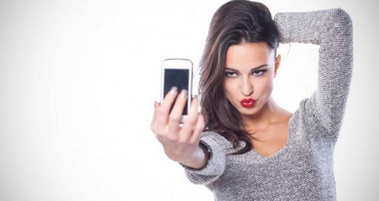 La moda del selfie in bagno